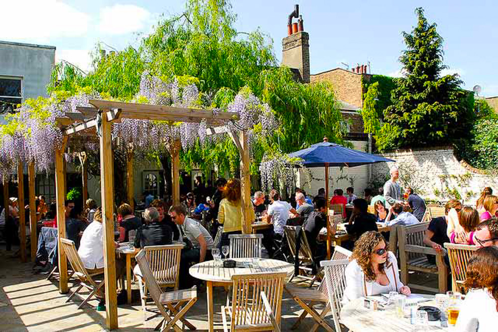 London pub garden. 10 Reasons why we think London is Awesome.