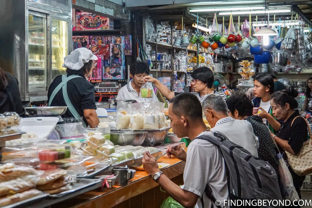 Warorot market strett food vendor