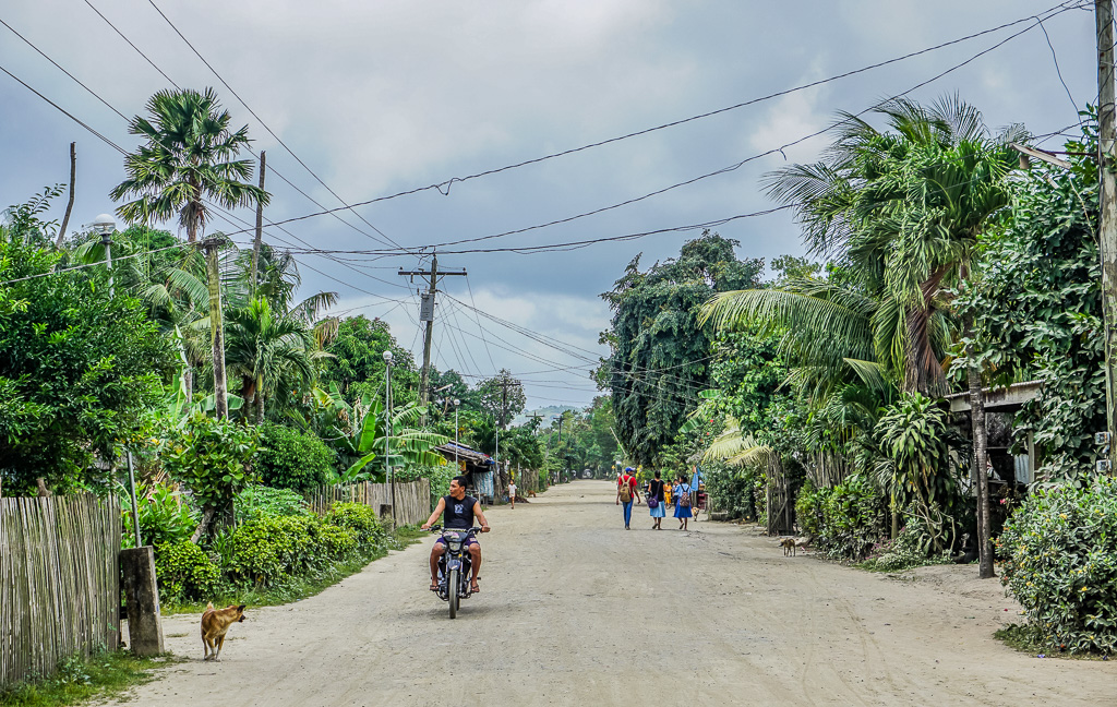 Alimanguan street on Long Beach San Vicente Palawan