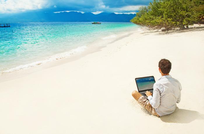 digital nomad tools guy beach