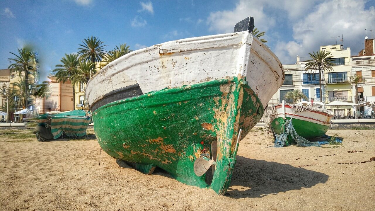 barceloneta beach boat