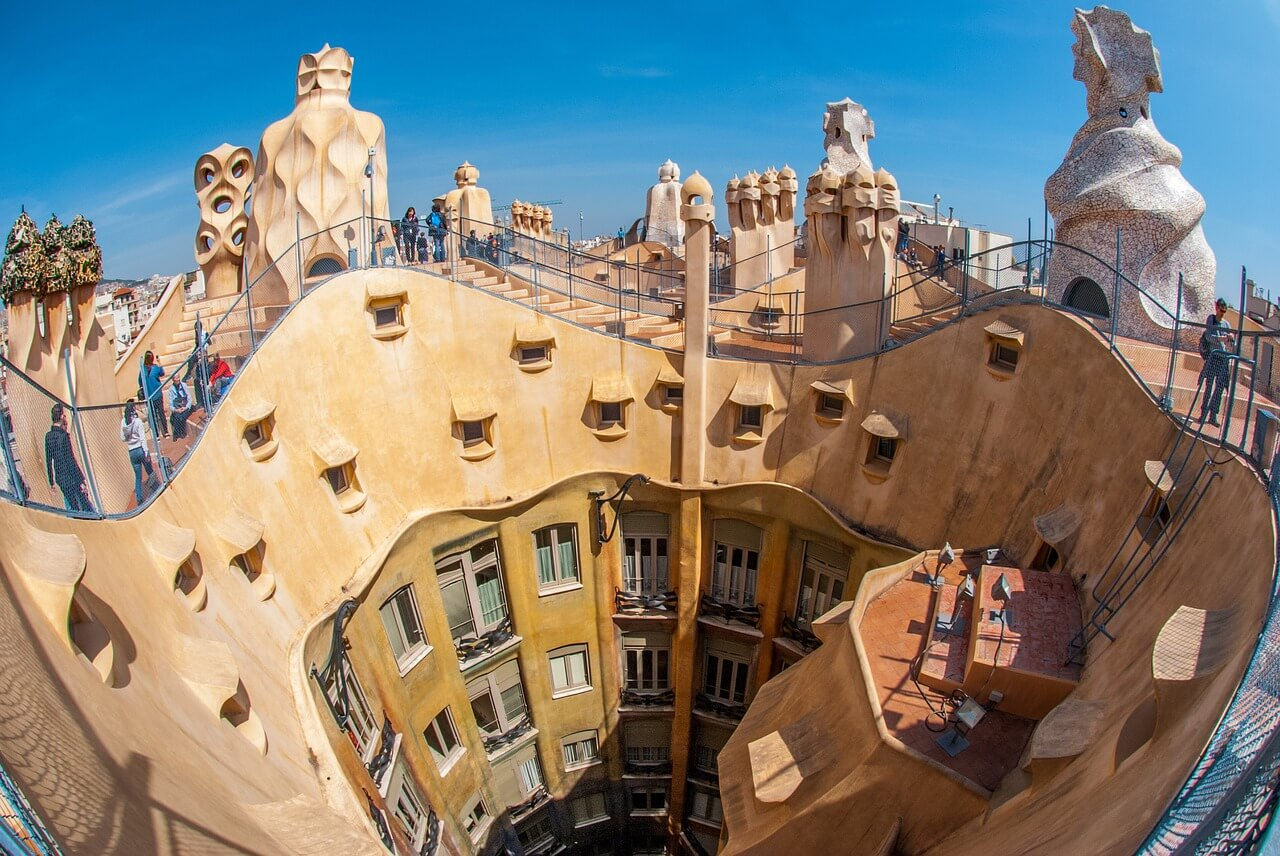 gaudi building architechture