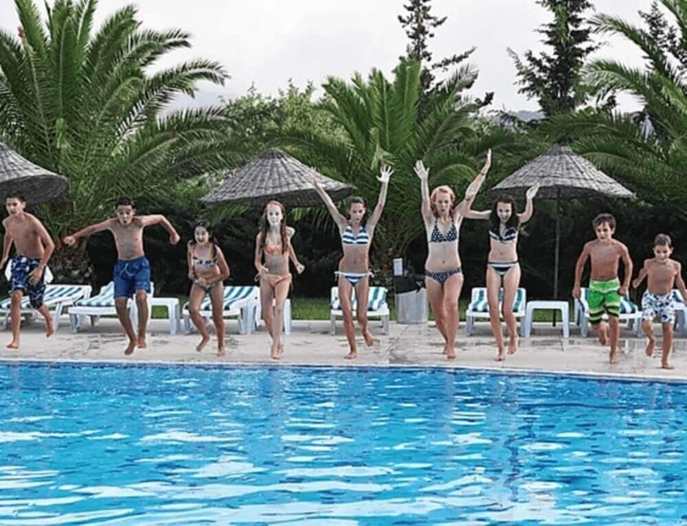 kids turkey swimming